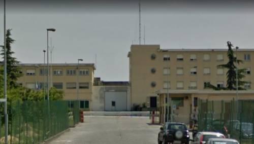 Piacenza, rivolta e sequestro di un poliziotto: paura nel carcere