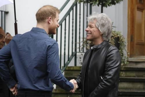 Il Principe Harry e la Regina Elisabetta II in foto 3