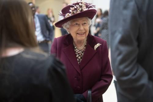 Il Principe Harry e la Regina Elisabetta II in foto 7
