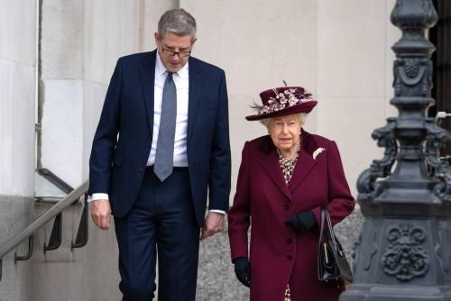Il Principe Harry e la Regina Elisabetta II in foto 2
