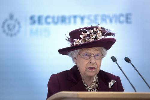Il Principe Harry e la Regina Elisabetta II in foto 4