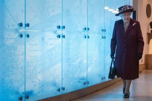 Il Principe Harry e la Regina Elisabetta II in foto 6