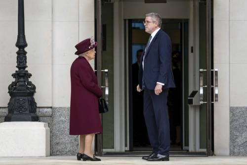 Il Principe Harry e la Regina Elisabetta II in foto 5
