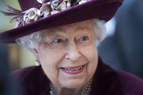 Il Principe Harry e la Regina Elisabetta II in foto 8