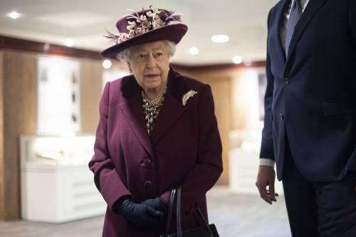 Il Principe Harry e la Regina Elisabetta II in foto 9