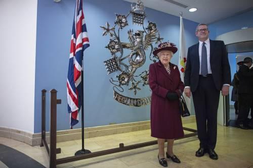 Il Principe Harry e la Regina Elisabetta II in foto 10