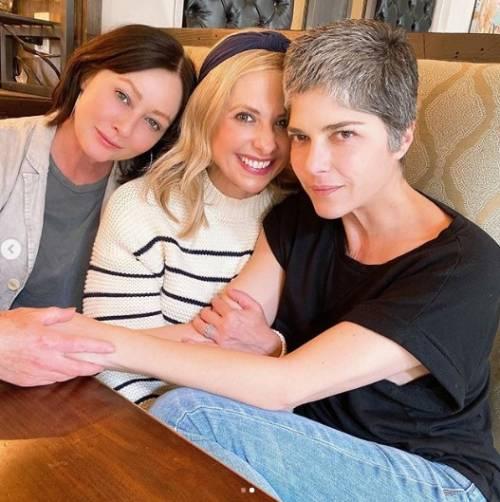 Shannen Doherty, Sarah Michelle Gellar e Selma Blair insieme sui social