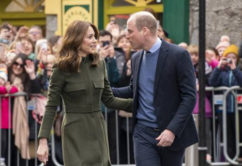 """""""Dovevano prendere la carrozza più piccola"""". Spuntano tutti i segreti delle nozze fra Kate e William"""