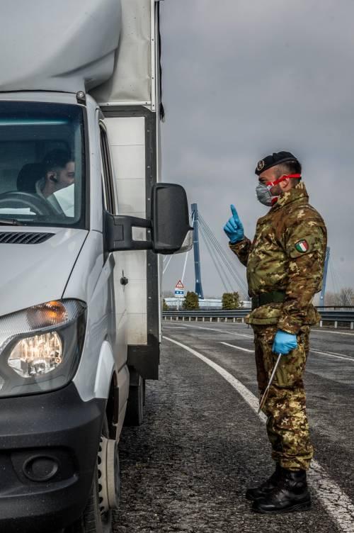 Emergenza coronavirus, scambio di beni al checkpoint di Codogno  6