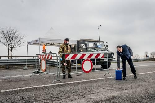 Emergenza coronavirus, scambio di beni al checkpoint di Codogno  14