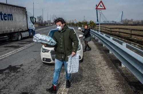 Emergenza coronavirus, scambio di beni al checkpoint di Codogno  17