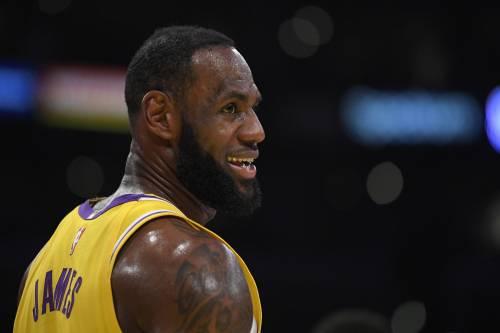 """Coronavirus, LeBron contro le porte chiuse: """"Io non gioco senza tifosi"""""""