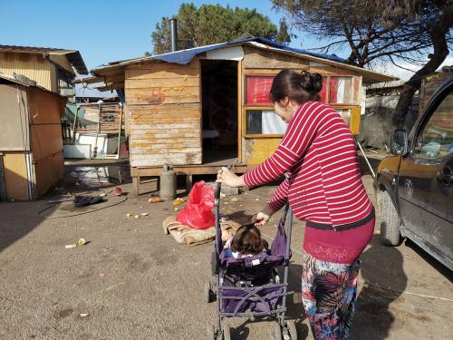 È giallo sui rom contagiati a Roma, ma nei campi scattano le verifiche delle Asl