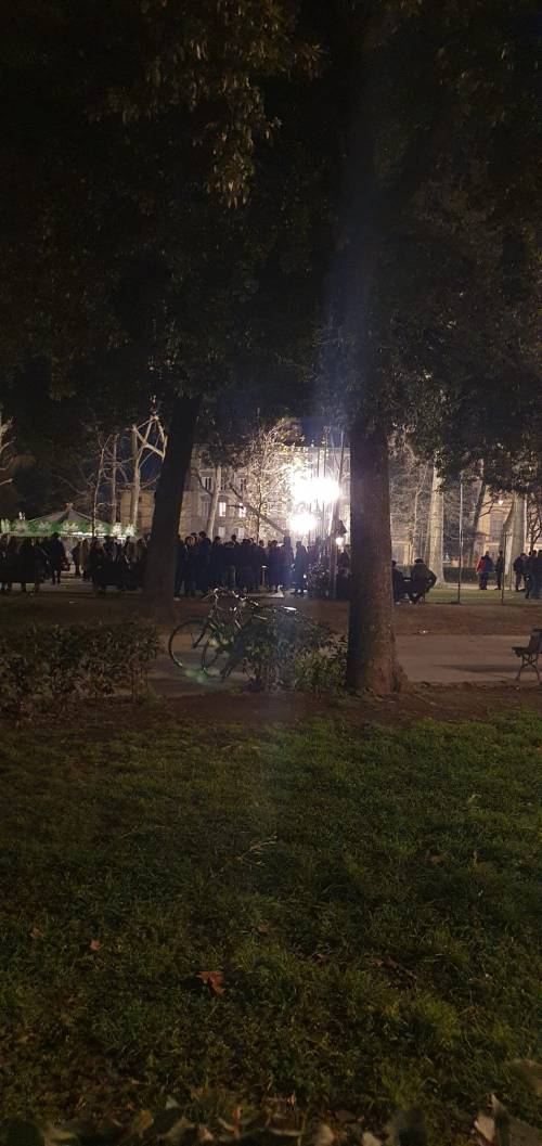 Rave party illegale in piazza  3