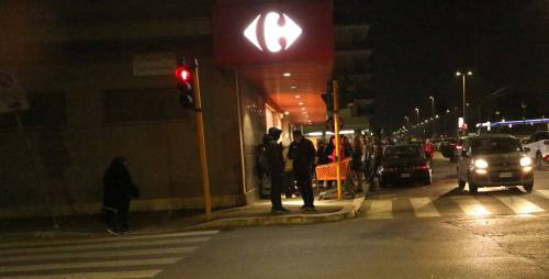 Coronavirus, l'assalto notturno ai supermercati  2