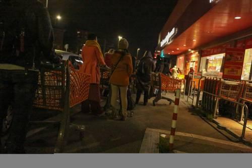 Coronavirus, l'assalto notturno ai supermercati  4