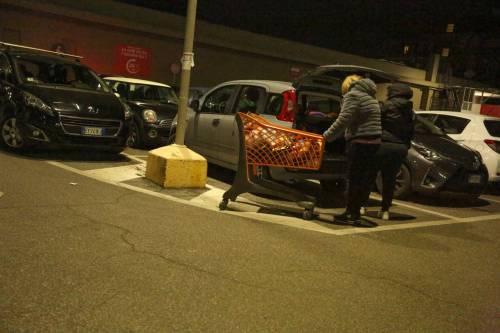 Coronavirus, l'assalto notturno ai supermercati  5