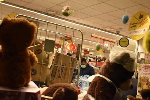 Coronavirus, l'assalto notturno ai supermercati  7