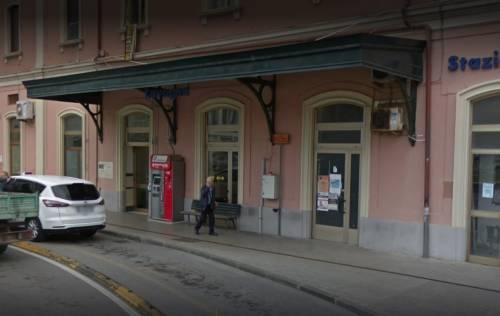 Genova, 21enne tenta di rapinare e picchia l'amica alla stazione
