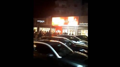 Psicosi Coronavirus, anche alcuni calciatori del Napoli in fila di notte al supermercato