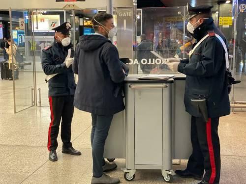 I controlli dei carabinieri alla stazione Termini dopo la promulgazione del decreto di Conte 3