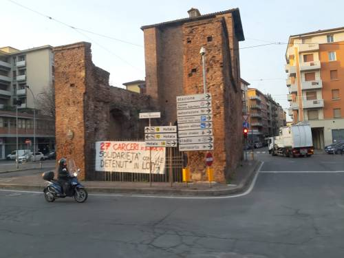 Modena e Bologna, le carceri devastate e le minacce sui muri 1