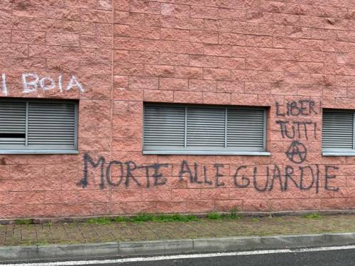 Modena e Bologna, le carceri devastate e le minacce sui muri 5