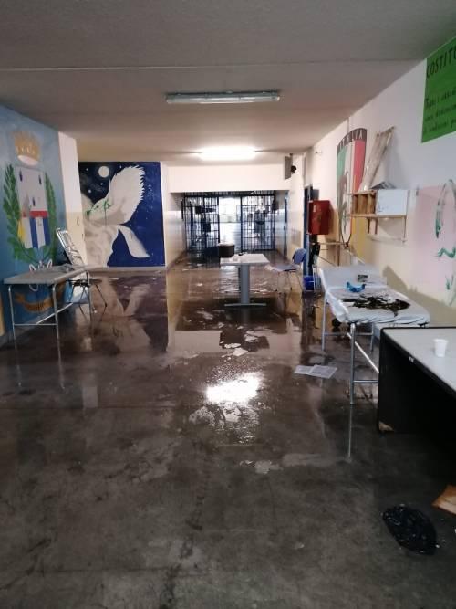 Modena e Bologna, le carceri devastate e le minacce sui muri 7