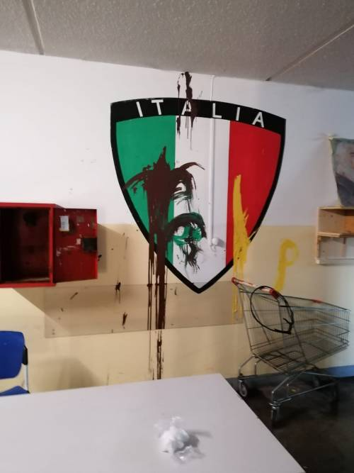 Modena e Bologna, le carceri devastate e le minacce sui muri 20