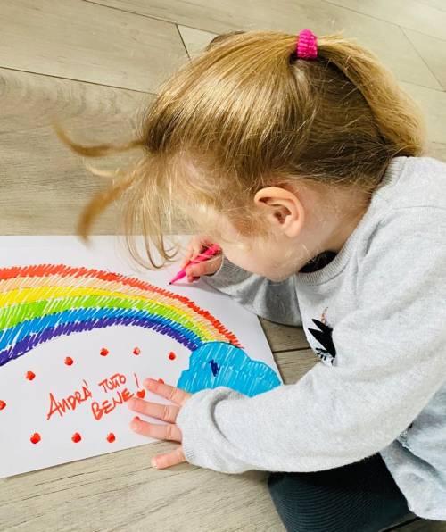 Coronavirus, anche Ginevra e Giorgia Meloni aderiscono alla campagna social dei bimbi