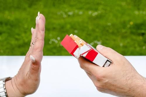 """L'Oms: """"Chi fuma ha una prognosi decisamente peggiore"""""""