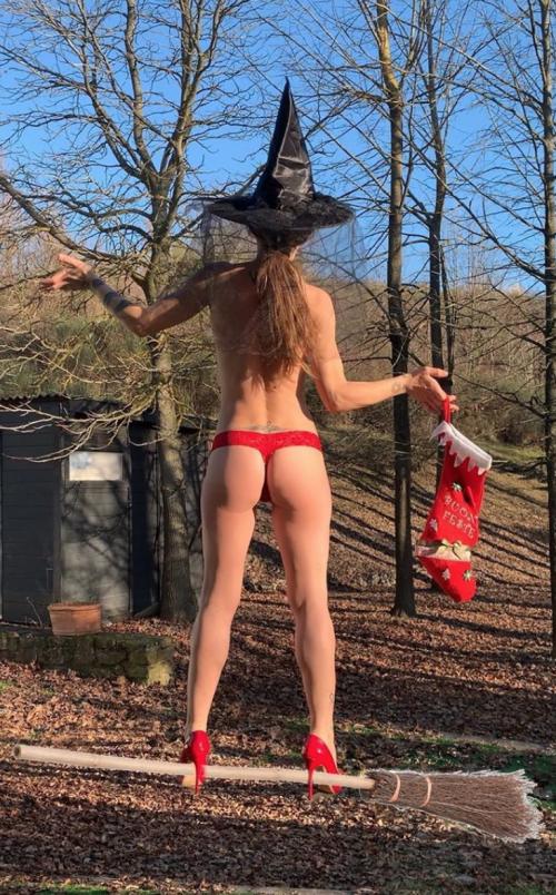 Naike Rivelli hot su Instagram 9
