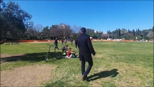 Bari, il sindaco fa il giro dei parchi per mandare la gente a casa