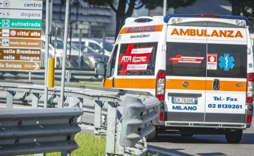 Positiva al Covid, con la sorella affitta un'ambulanza da Bergamo a Siena: denunciate