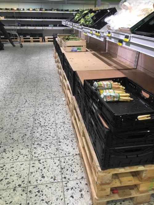 Coronavirus, le immagini dei supermercati presi d'assalto a Berlino