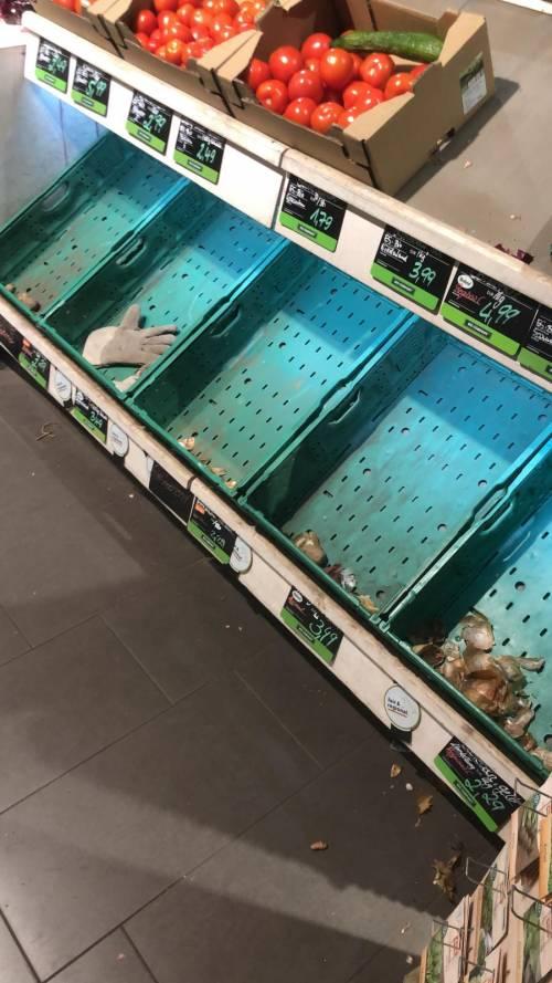 Coronavirus, le immagini dei supermercati presi d'assalto a Berlino 6