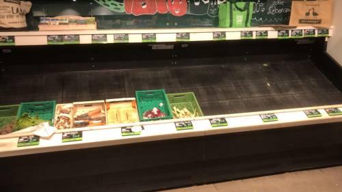 Coronavirus, le immagini dei supermercati presi d'assalto a Berlino 7
