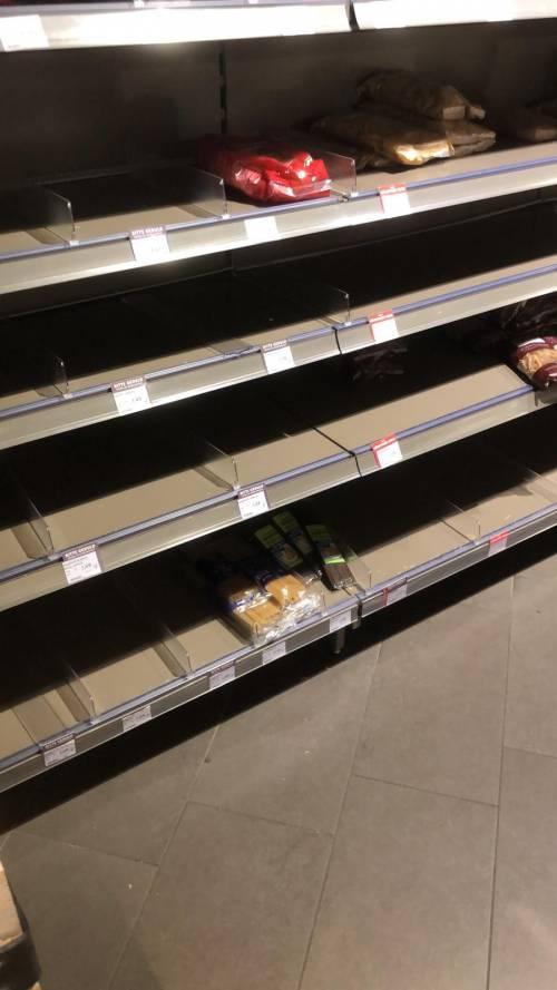 Coronavirus, le immagini dei supermercati presi d'assalto a Berlino 9