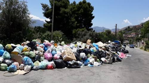 Operai senza dispositivi antivirus, rischia di bloccarsi la raccolta rifiuti