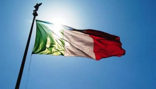 """Il messaggio virale che circola sul web: """"Ora vi sentite tutti italiani. prima snobbavate la bandiera"""""""