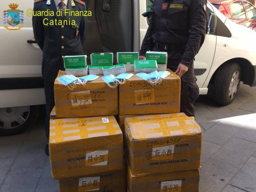Vendeva mascherine nocive: denunciato un cittadino cinese