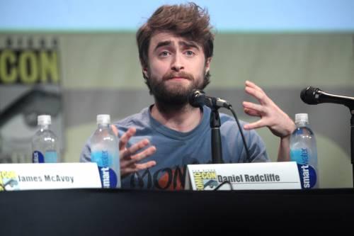 """Daniel Radcliffe: """"In panico per Harry Potter, così ho iniziato a bere"""""""