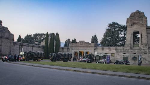 Per spostare le salme dal cimitero di Bergamo arriva l'esercito 4