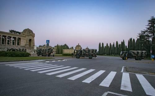 Per spostare le salme dal cimitero di Bergamo arriva l'esercito 2