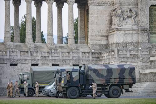 Per spostare le salme dal cimitero di Bergamo arriva l'esercito 6