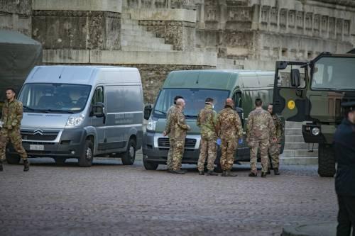 Per spostare le salme dal cimitero di Bergamo arriva l'esercito 8