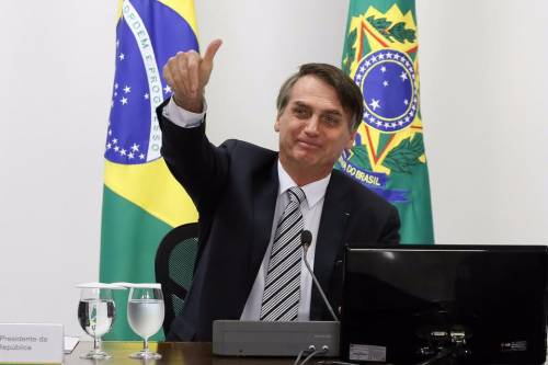 """Coronavirus, Bolsonaro: """"Mi dispiace per le vittime ma moriremo tutti"""""""