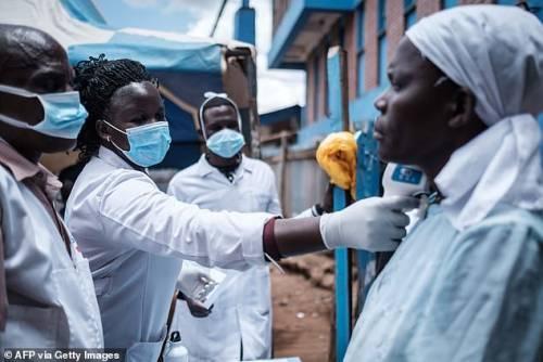 Africa bomba a orologeria: 300 casi al giorno. Impossibile far rispettare il distanziamento