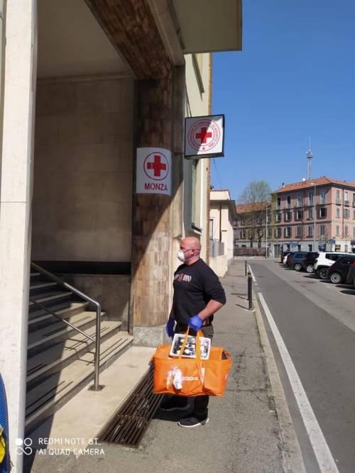 """Gli ultras del Monza consegnano pasti a medici e infermieri: """"Non siete soli"""" 3"""