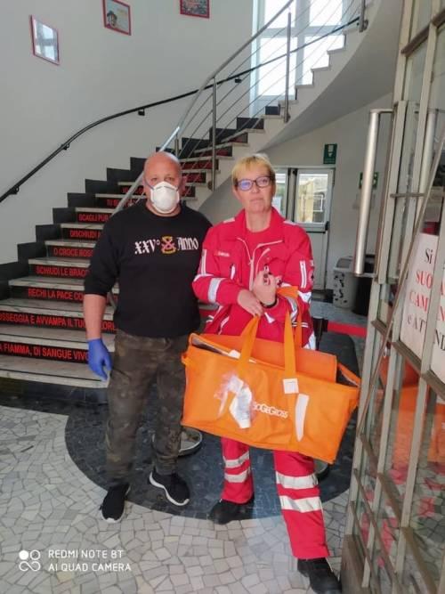 """Gli ultras del Monza consegnano pasti a medici e infermieri: """"Non siete soli"""" 4"""